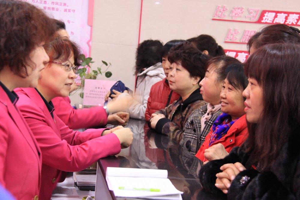 青岛市妇联举办妇女专场招聘会