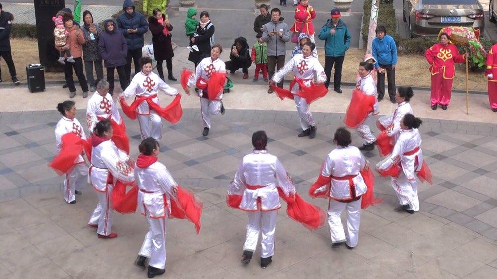 济南:社区喜庆闹元宵 居民同乐促和谐