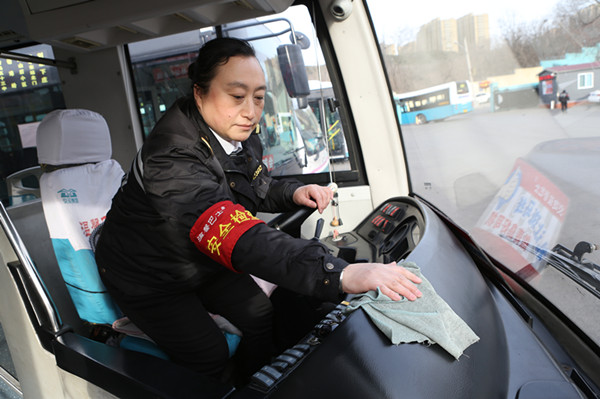 26年老公交司机于丽云三八节礼物:站好最后一班岗