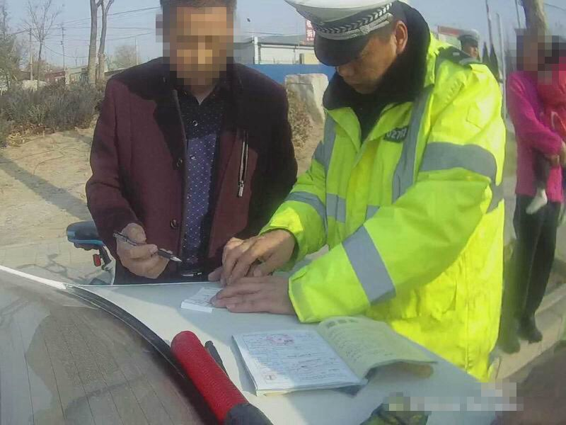 淄博张店一司机酒后驾驶报废摩托车违规载人被查处