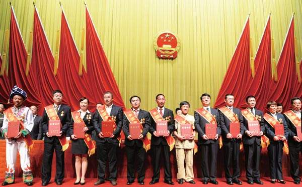 枣庄表彰30名2017年度有突出贡献的中青年专家