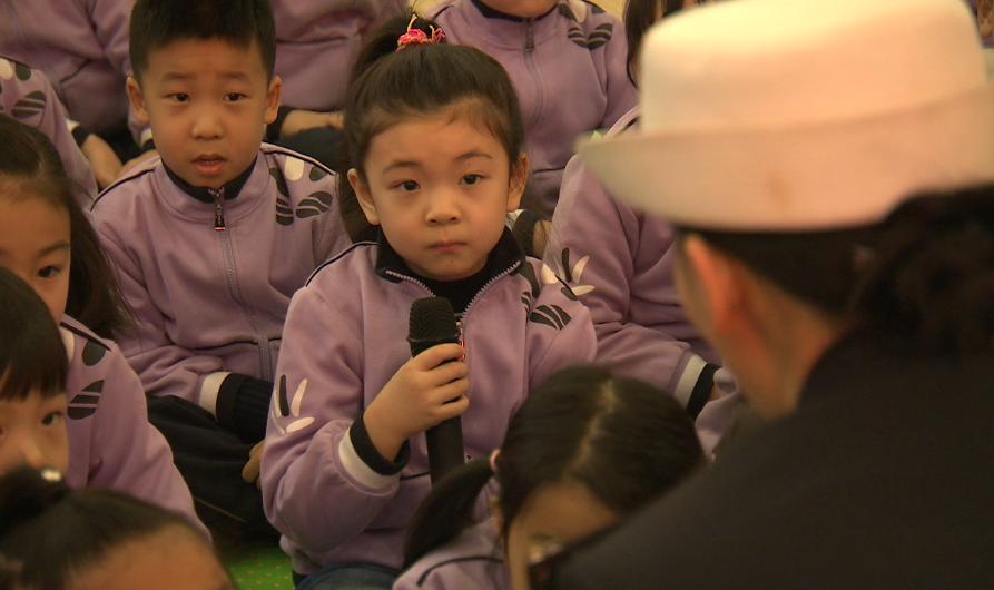 三八节青岛交警走进幼儿园  引导树立安全意识