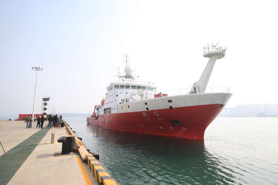"""""""科学""""号起航赴西太平洋海山区执行科考任务"""