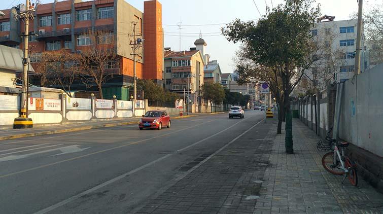 组图:恢复道路原貌!济南千佛山西路市场拆除完毕