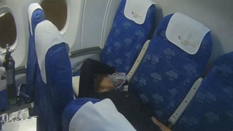 旅客机上突然吐血 山航紧急备降空地接力救助生命