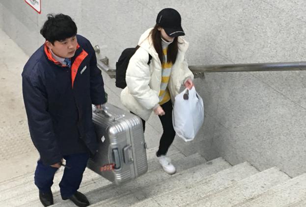 青岛地铁双线春运送客1137万 春运过后安检不放松