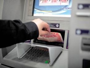 临沂:ATM机存款未取银行卡 尾随男子取走9100元