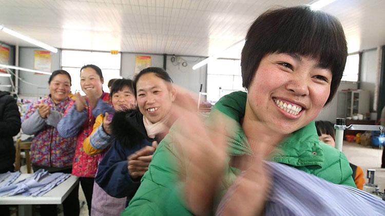 习近平当选国家主席、中央军委主席 齐鲁儿女欢欣鼓舞倍感振奋:奋进新时代 奋斗新征程
