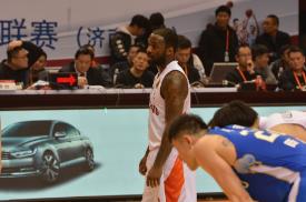 山东男篮完胜晋级,高速董事长提出新期待:走得更远