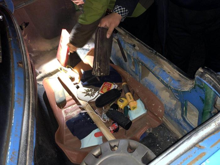 聊城:三兄弟合伙砸车玻璃盗窃 作案10余起损毁车辆50余辆