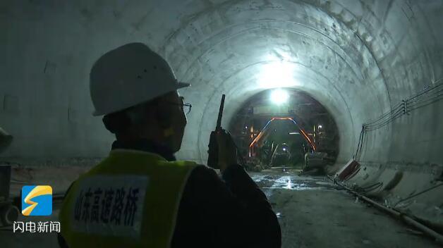 51秒丨三,二,一,起爆!鲁南高铁首个中长隧道顺利贯通