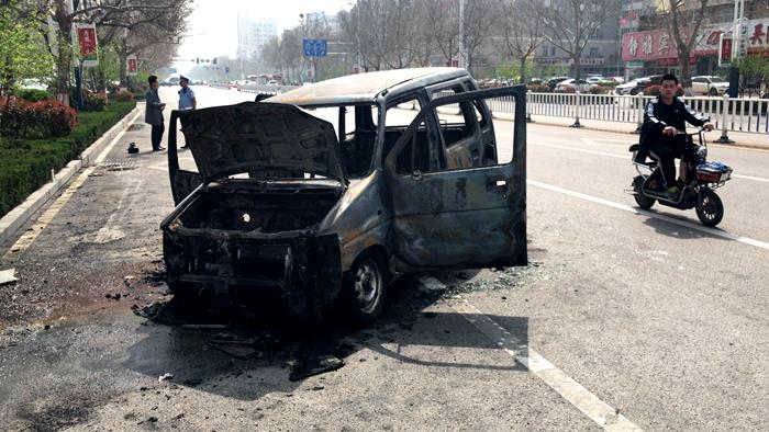 突发!聊城城区一辆汽车行驶中自燃 未造成人员伤亡