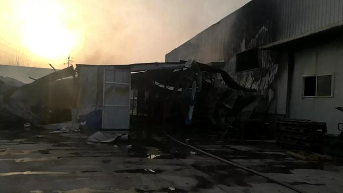 突发!莘县一食品公司纸箱仓库发生火灾 失火原因正在调查