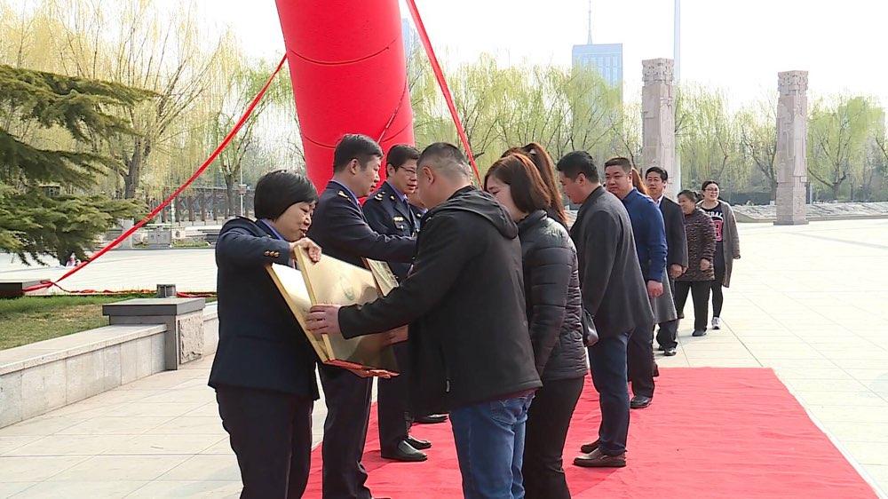 12331宣传日|东营广饶向41家企业颁发食安山东奖牌