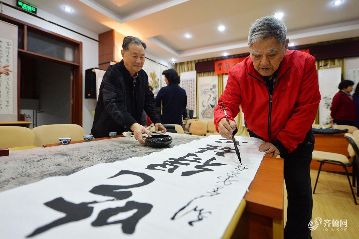 """厉害了!青岛25位近80岁老画家举办""""贯彻十九大精神""""书画展"""