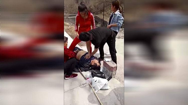 37秒|游客景区晕倒 淄博4名护士现场心肺复苏半小时