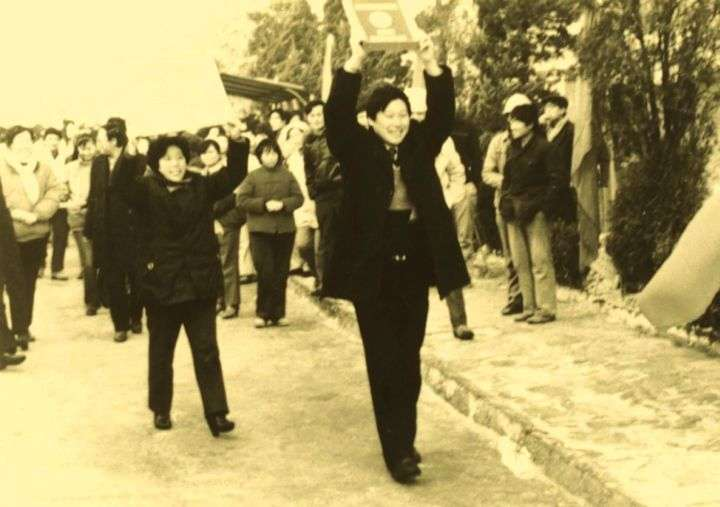 1988年12月,创业仅四年的海尔在全国电冰箱评比中,以最高分获得中国电冰箱史上的第一块金牌。.jpg