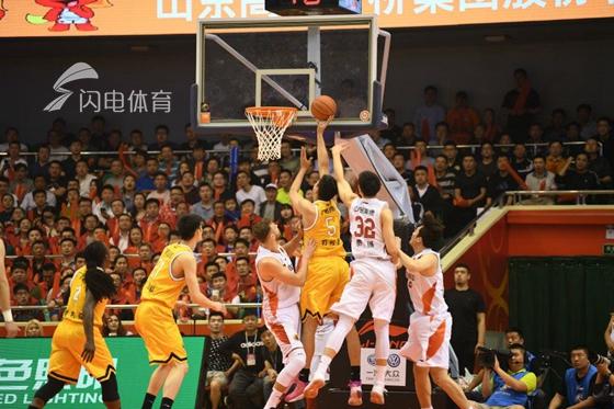 山东输球三项数据落后 广厦主帅李春江:赢在气势和拼劲
