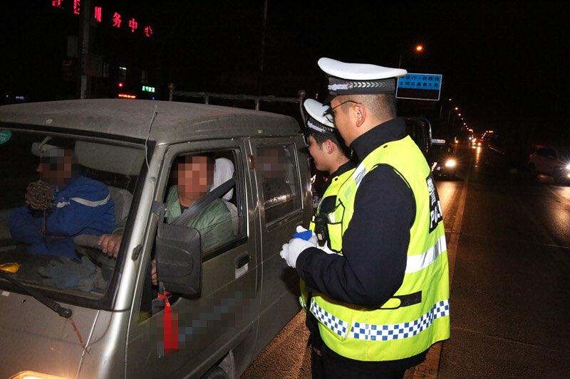 淄博交警大规模集中夜查 一晚查处各类交通违法行为2346起