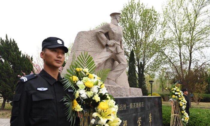 淄博市公安局组织民警开展清明祭奠缅怀英烈活动
