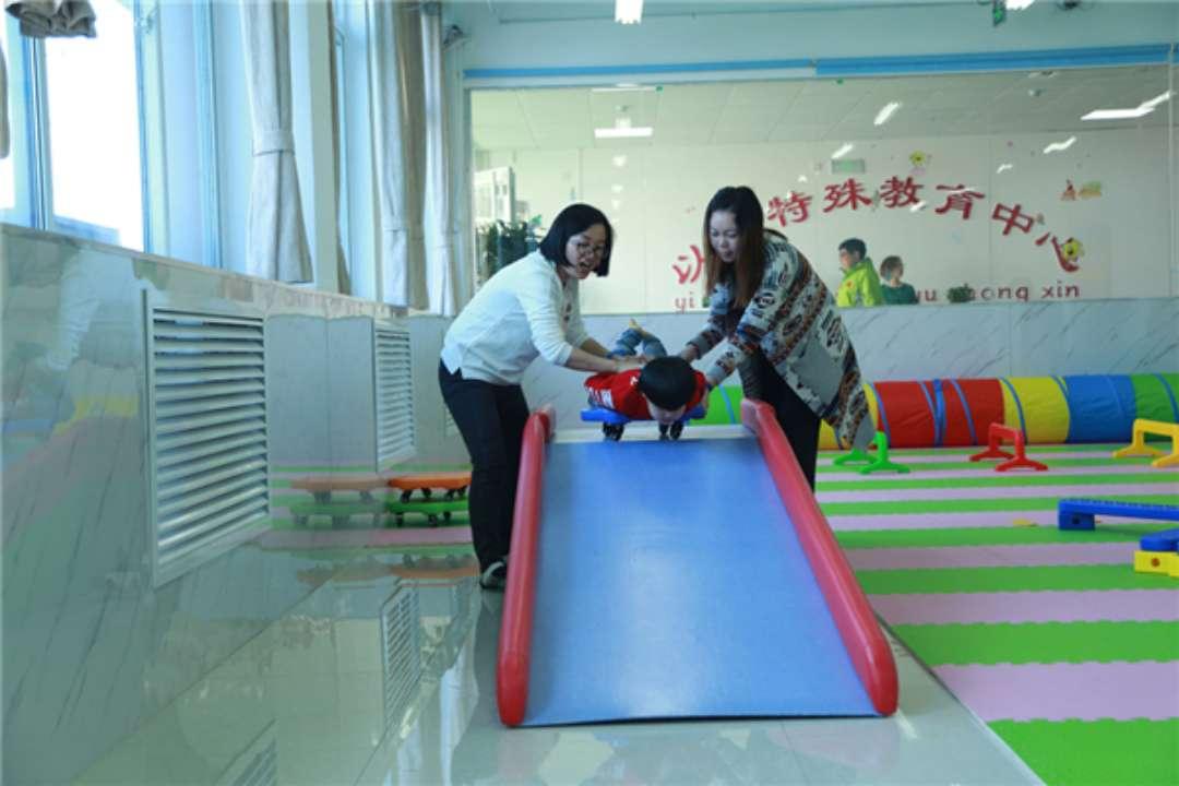 """东营首个自闭症儿童""""融合教育""""基地运营 有望与普通孩子同堂"""