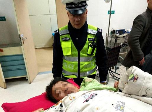 莘县一男子手臂绞入机器造成割断 高速交警紧急接力送医