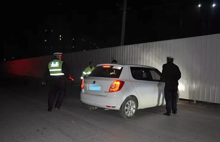 莘县一驾驶员遇交警检查企图躲避 被查获是无证酒驾