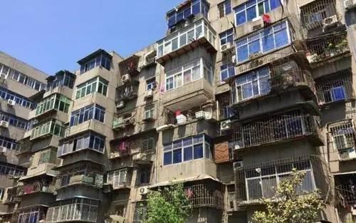 """枣庄薛城规范高空""""蜘蛛网"""" 清剪五千多米废旧强弱线"""