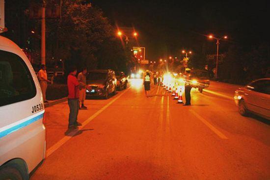 男子夜晚肇事避开监控逃逸 枣庄民警凭借一束光火速破案