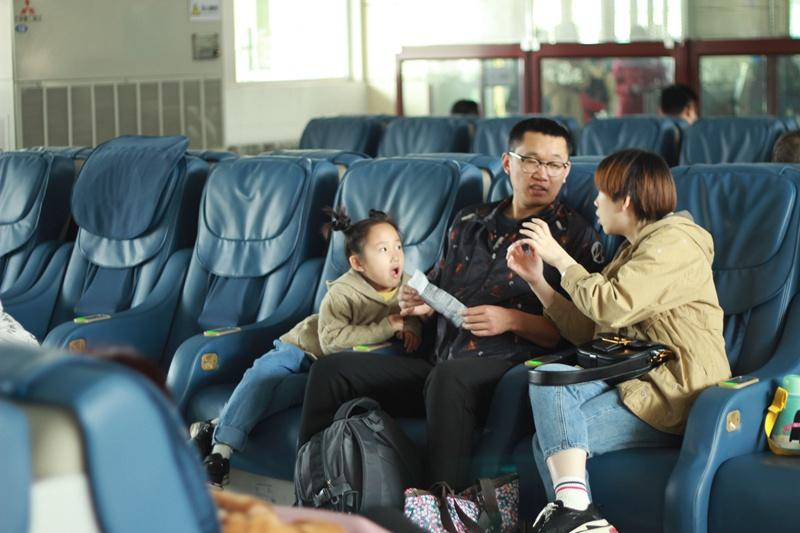 市民出行更舒适!兖州、邹城、济宁火车站均已安装按摩椅