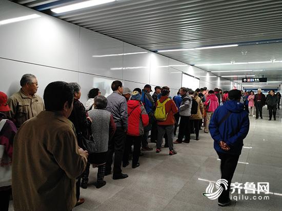 11号线试乘首日爆满 青岛地铁提醒避开苗岭站,石老人站