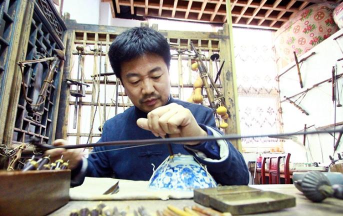 拾城记丨伤痕也是一种美!威海锔匠瓷器上玩转金刚钻