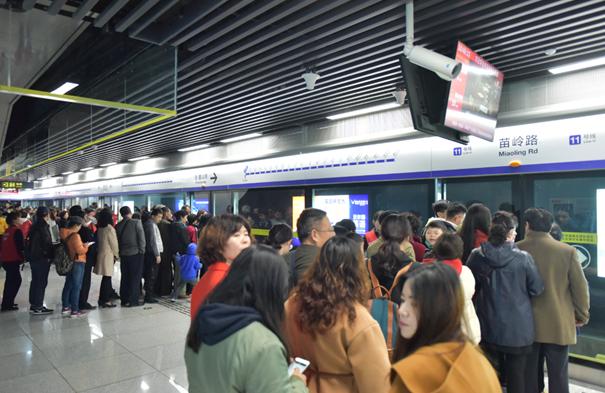 青岛地铁11号线试乘依旧人气火爆 16日起可使用三天试乘票