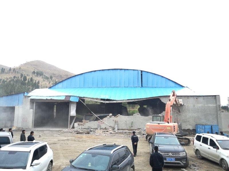 济南:藏匿山间照拆不误 历城区1天拆除4万平方米违建