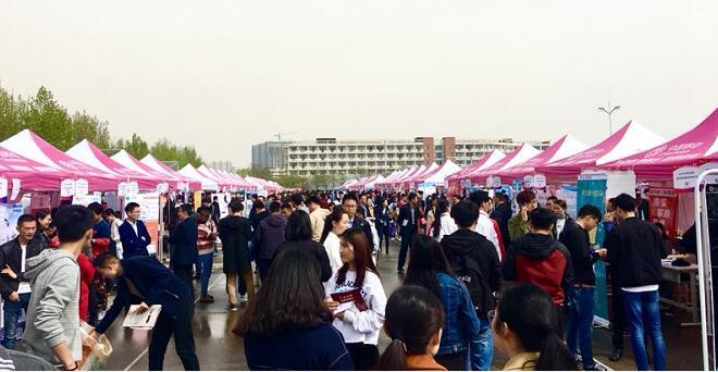 临沂大学举办2018春季招聘会 4500余人达成就业意向