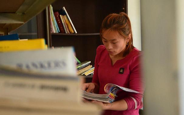 46秒 | 为让留守儿童有地方看书 中学学历的她建起爱心书屋