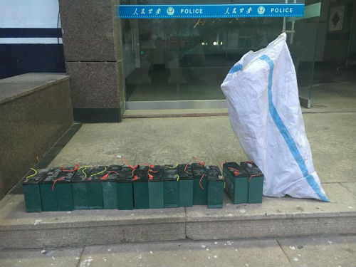 日照男子窜至岚山多个小区盗窃20余次偷百余块电瓶被抓