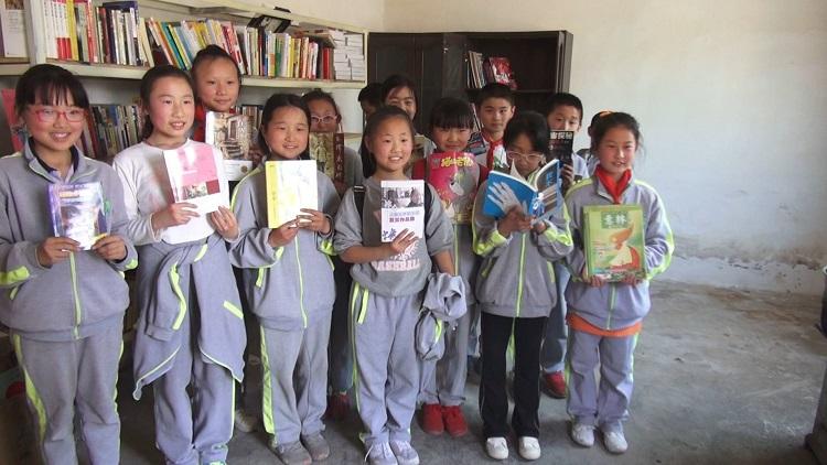 济南农妇建爱心书屋被报道后,来看看网友的点赞和爱心