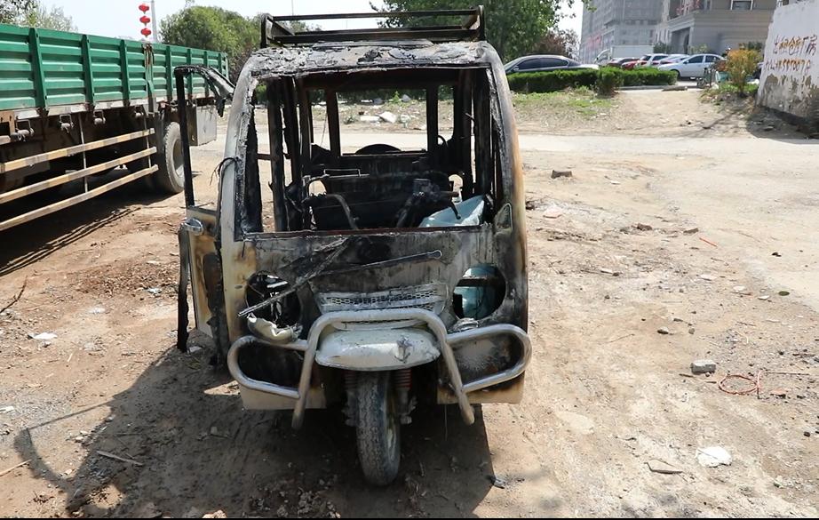 菏泽:电动车充电自燃 浓烟蔓延整个地下车库