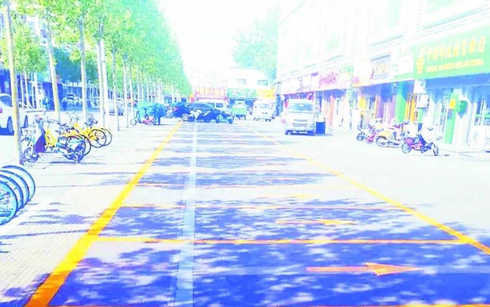 缓解停车难! 淄博义乌路划出1200米停车线