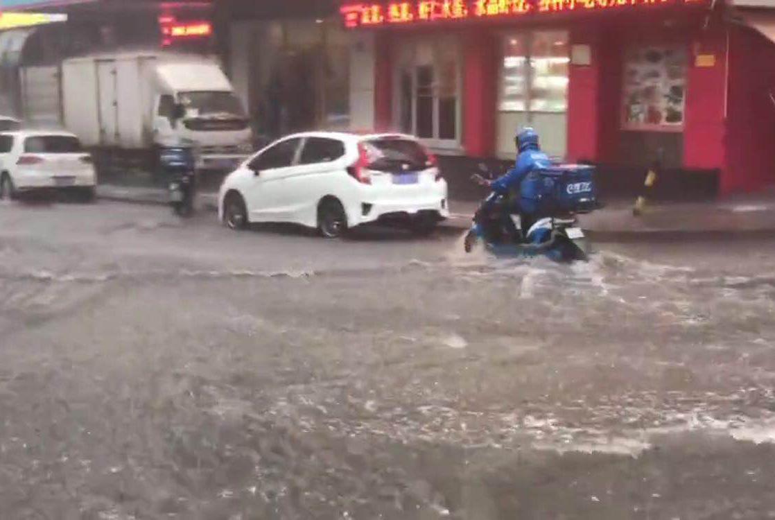 """说好的降雨来啦! 济南西城""""看海""""东城居然一滴没下"""