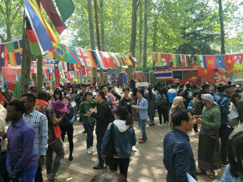 山东大学第17届国际文化节开幕 留学生尽展异域风情