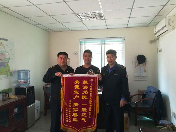 """济南王官庄推行""""721+商户工作联系群 城管服务进商家"""