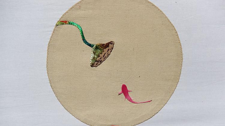淄博非遗女传承人免费收学员 传统布堆画展民俗魅力