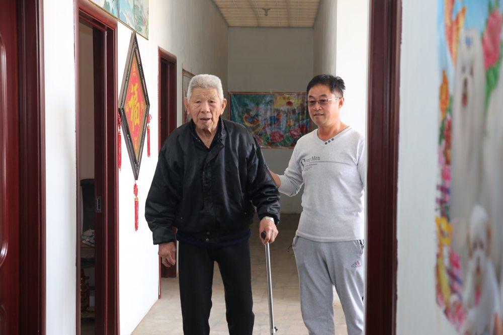 阳信:有了定居证 88岁老兵终圆回家梦