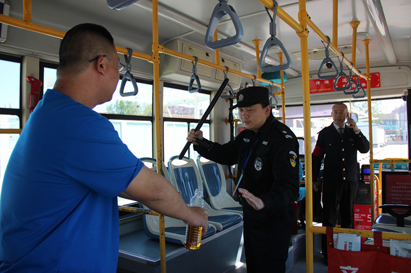 逼近实战!青岛公交举行反恐消防实战演练,这样自救和互救