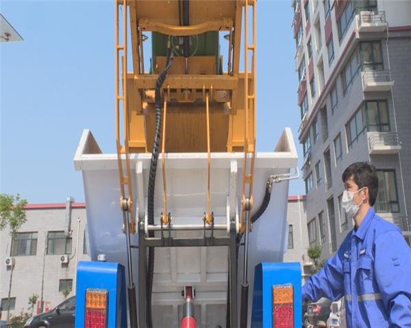 正式上岗!济南长清引进全省首台新型电动垃圾清运车