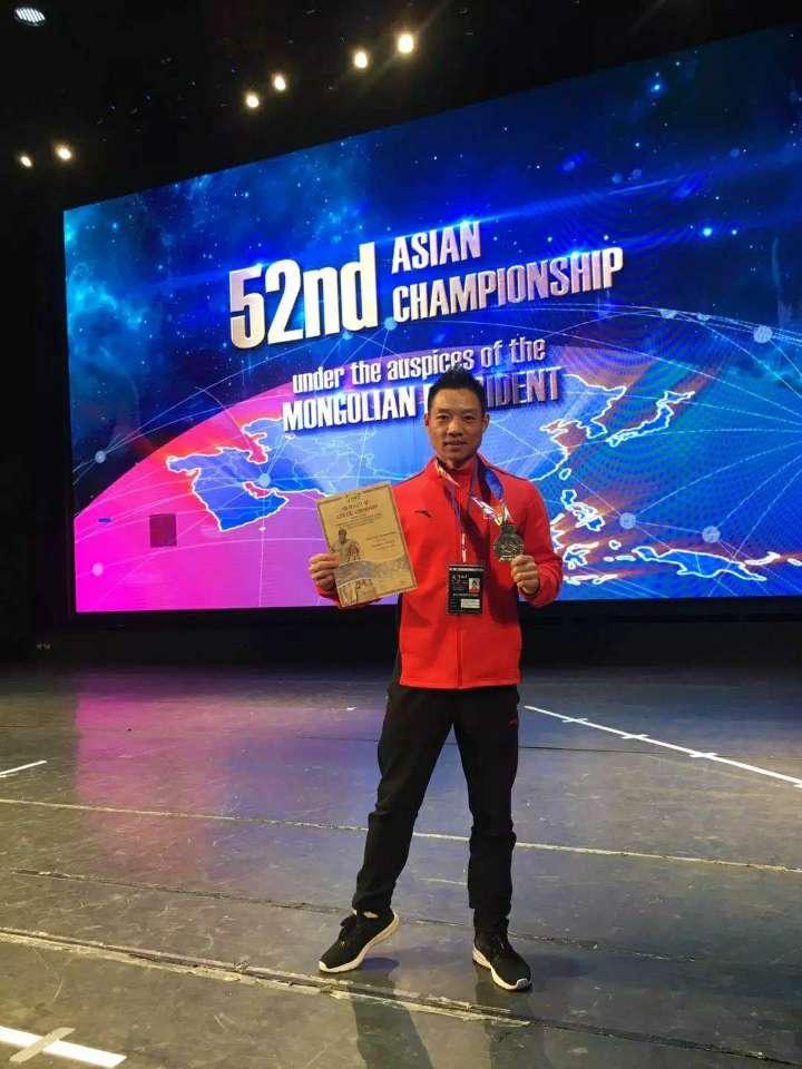 菏泽健身选手周俊强在52届亚洲健美健身锦标赛斩获亚军