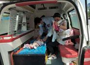 婴儿口卡异物窒息 青州火车站值班员迅速反应抢救
