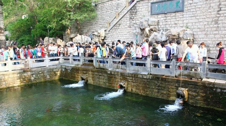 小长假第二天:10万人登泰山,宽厚里最火,园博园被投诉